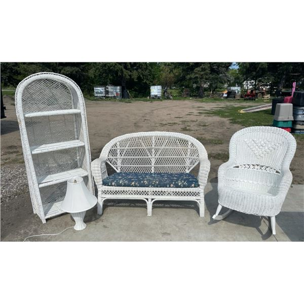 LOVELY WHITE WICKER SET IN EXCELLENT CONDITION