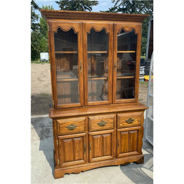 SOLID WOOD TWO PIECE HUTCH/BUFFET