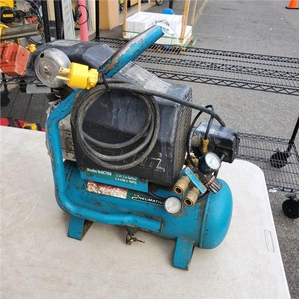 MAKITA 2HP 2.6 GALLON AIR COMPRESSOR, PORTABE, ELECTRIC 90PSI  - WORKING