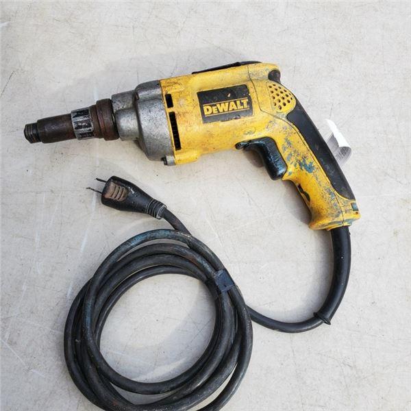 DEWALT VSR VERSA CLUTCH ELECTRIC SCREWDRIVER DW268 - WORKING