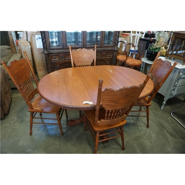 ROUND OAK DINING TABLE WITH LEAF AND 4 PRESSBACK CHAIRS