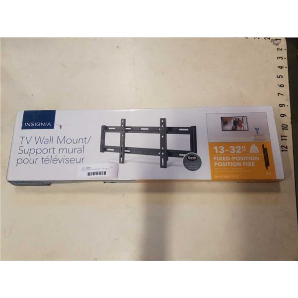 NEW OVERSTOCK INSIGNIA 13-32 INCH FIXED POSITION TV WALL MOUNT