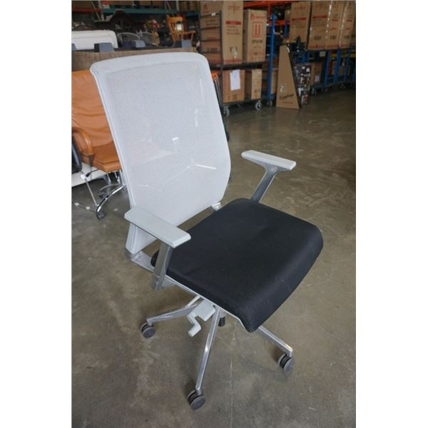 METAL FRAME MESH BACK ROLLING OFFICE CHAIR