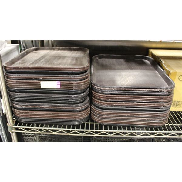 LOT OF 51 DRINK SERVING TRAYS BLACK AND BROWN