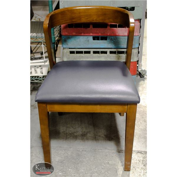 K39 BAILIFF SEIZURE:LOT OF 4 WOODEN DINING CHAIRS