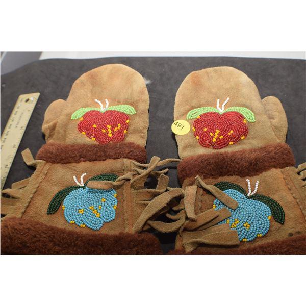 Very old Dene children's mitts