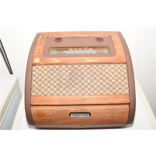 """Antique """"Bing Crosby"""" phonograph Radio/front loading/radio works/phone not engaging"""