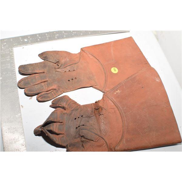 Vintage RCMP gloves