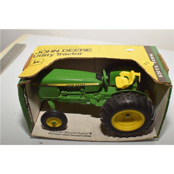John Deere Utility 1/16 toy tractor