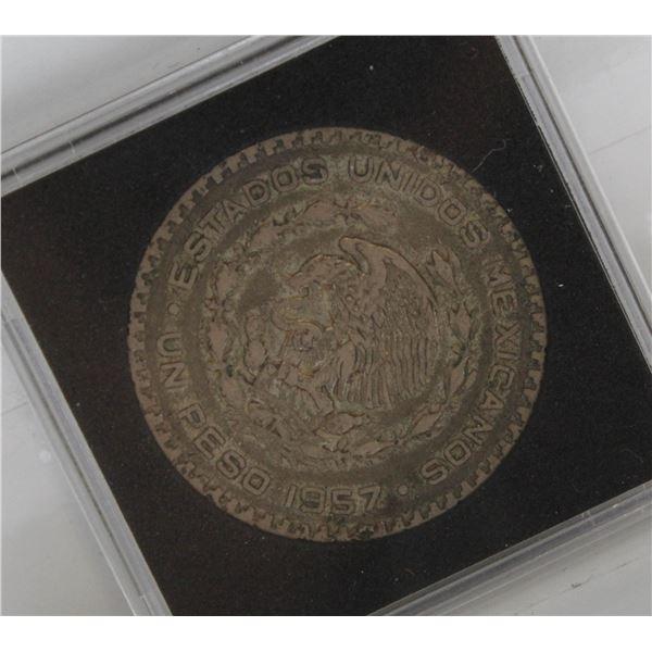 1957 MEXICO SILVER 1 PESO COIN