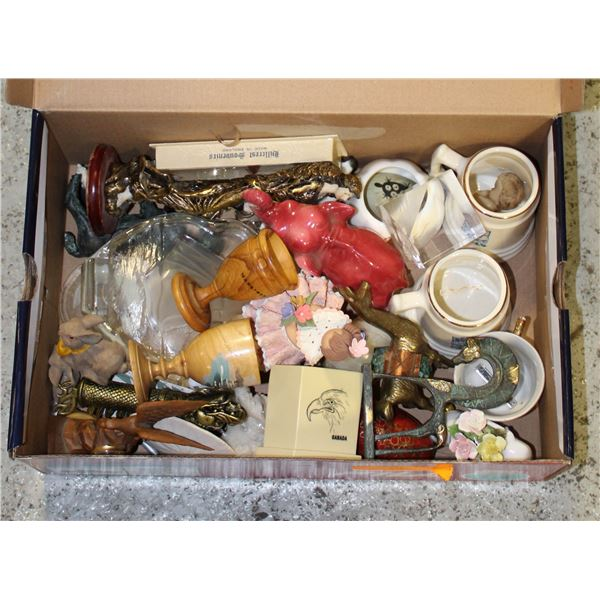 LARGE LOT OF VINTAGE COLLECTABLES. TREEN, BRASS,