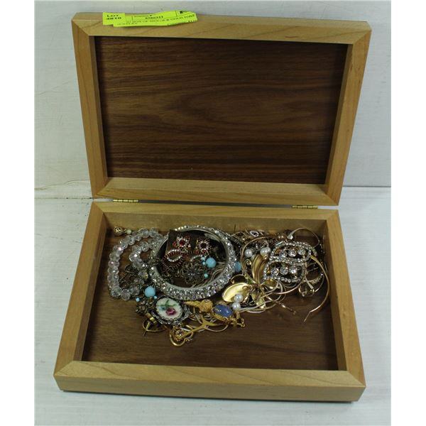 WOOD BOX OF SILVER & GOLD TONE JEWELRY