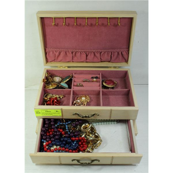 JEWELLERY BOX WITH JEWELLERY *** LOTS OF BROOCHES