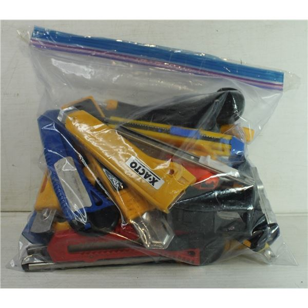 BAG OF ASSORTED UTILITY KNIVES