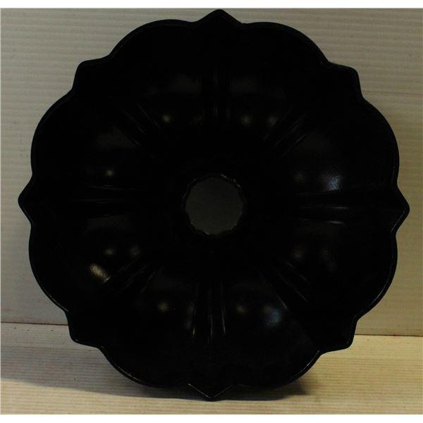 BUNDT PAN 12 CUP CAPACITY BY NORDIC WARE