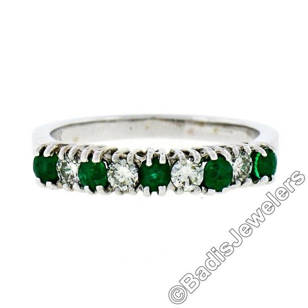 18kt White Gold 1.36 ctw Alternating Round Diamond & Emerald Wedding Band Ring