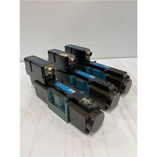 (3) Vickers # KBFDG4Y 5 33C50N Z PC7 H7 10 Valves