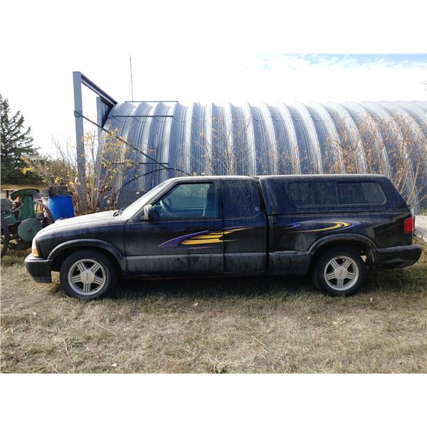 2000 GMC Sonoma Extended Cab With Cap Runs and Drives 1GTCS19W9Y8223980