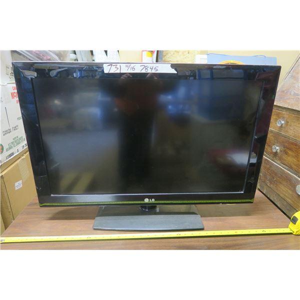 """31"""" LG LCD TV w/ RCA Remote"""