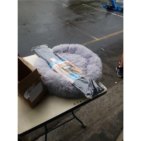 DOG BED - APPROX 2 FOOT DIAMETER