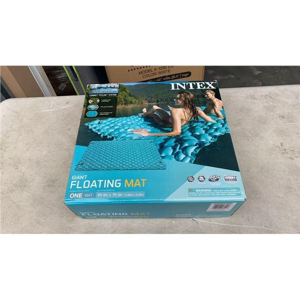 INTEX GIANT FLOATING MAT - 9FT 6 INCH X 7 FOOT 5 INCH
