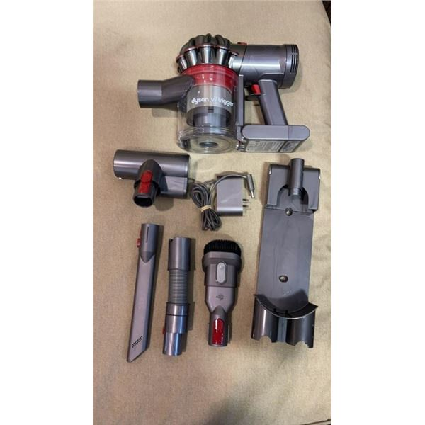 DYSON V7 TRIGGER HANDHELD VACUUM W/ ATTACHMENTS - TESTED AND WORKING