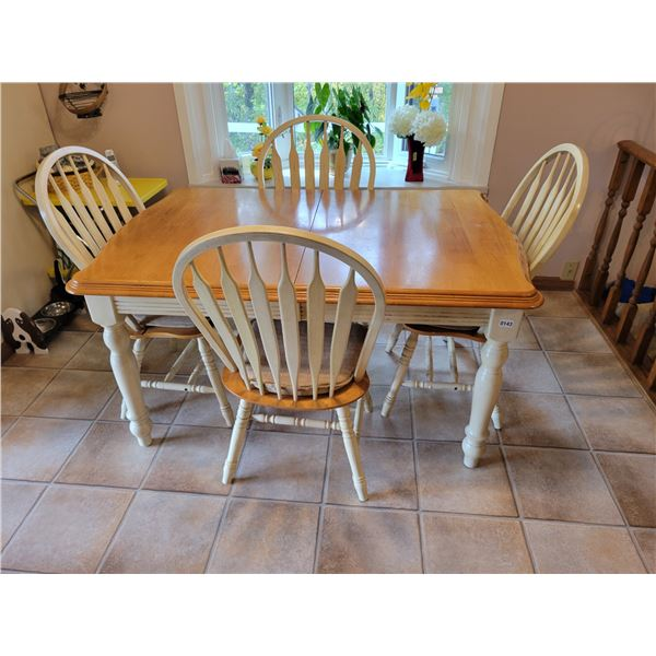 Dining Table with 4 Chairs & a Large Sleeve