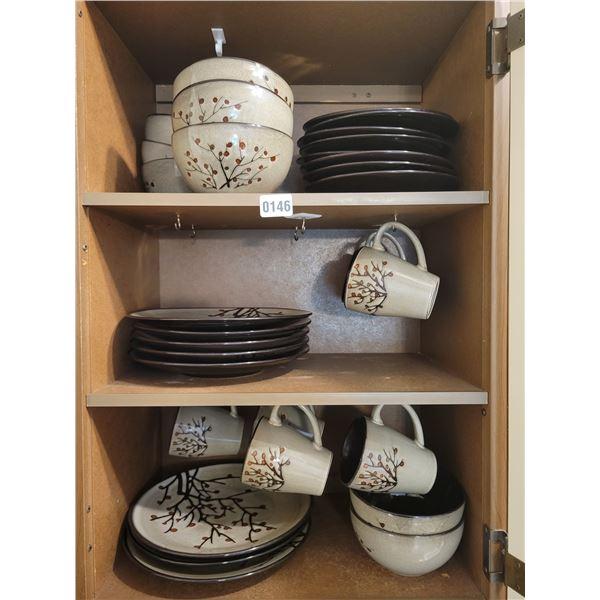 Dishes Set - 8 Mugs, 8 Plates, 8 Sideplates & 8 Bowls