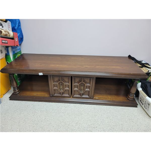Coffee Table with 2 End Tables, Lamps & D'cor