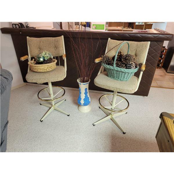 2 Barstools - 2 Decorative Baskets - Blue/Cream Vase