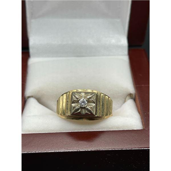 10K 5.3g .10ct Diamond Ring
