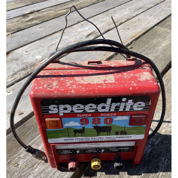 SPEEDRITE 980 ELECTRIC FENCER - WORKING