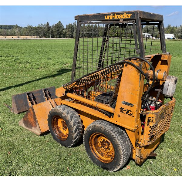 CASE 1816C SKID STEER WITH 4 FOOT BUCKET & MANURE FORK - RUNS WELL.