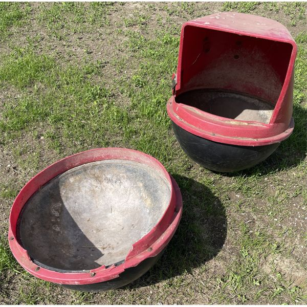 LOT OF 2 MINERAL FEEDERS