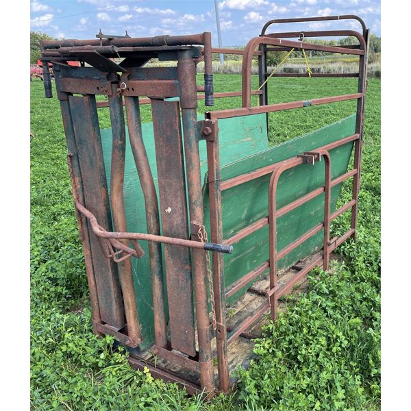 3 PTH CATTLE SQUEEZE CHUTE