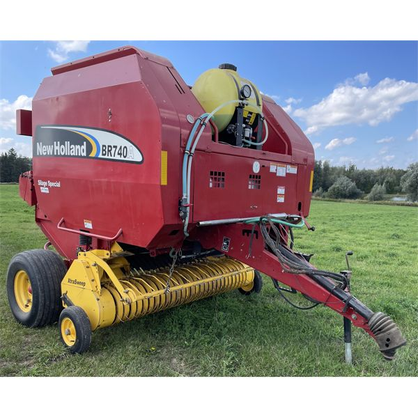NEW HOLLAND MODEL BR 740A SILAGE SPECIAL ROUND BALER W/ SPARE BELT & MONITOR & WRAP.