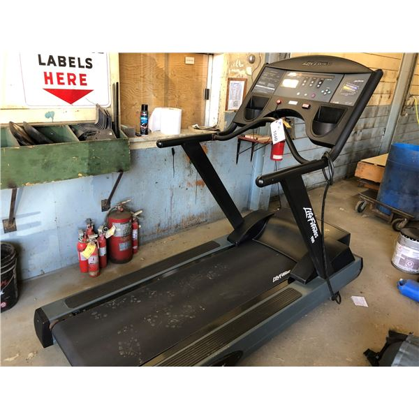 LIFE FITNESS 9100 TREADMILL WITH ZONE TRAINING & WORKOUT PROFILES