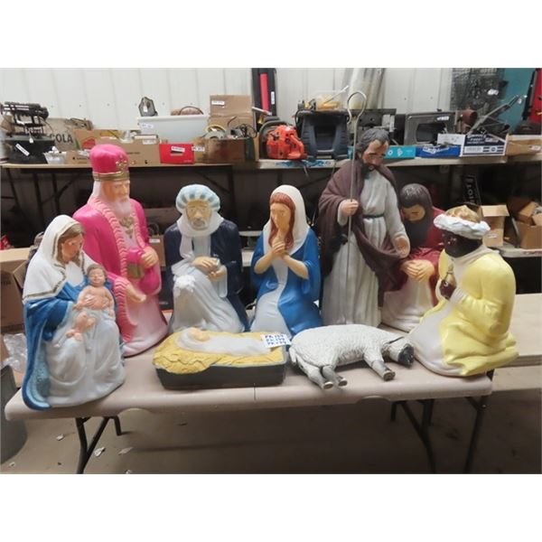 9 Outdoor Christmas Nativity Statues