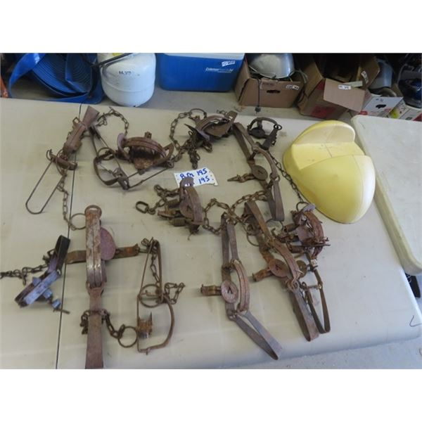 14 Traps & Deer Head Moulder