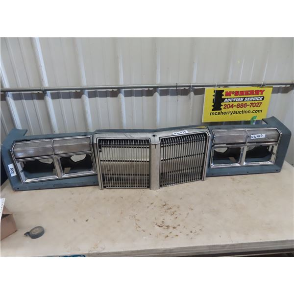 (AW) Chrysler Car Front Grill