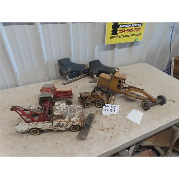 Metal Toys - Rough Shape, Lil Beaver Grader, Case 830 Tractor, Tonka Tow Truck