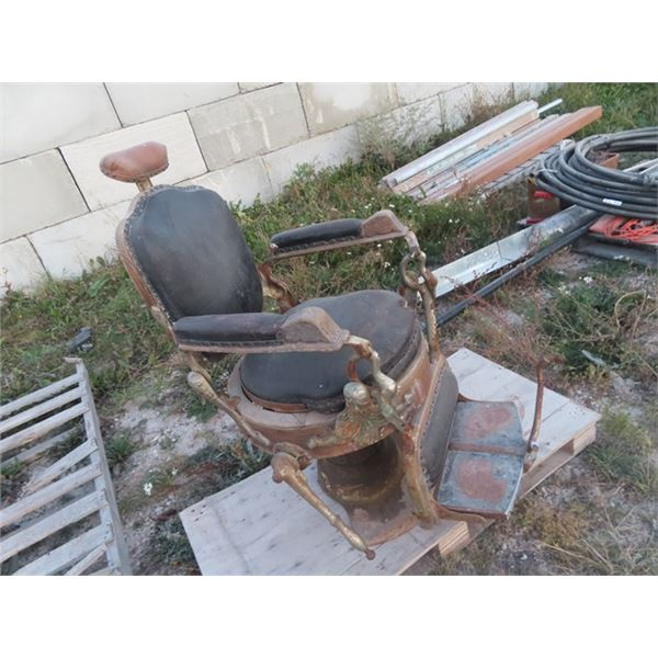 (ARC) Old Barbers Chair