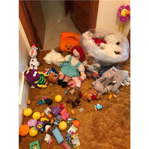 Huge Bag of Assorted Vintage Stuffed Animals & Toys