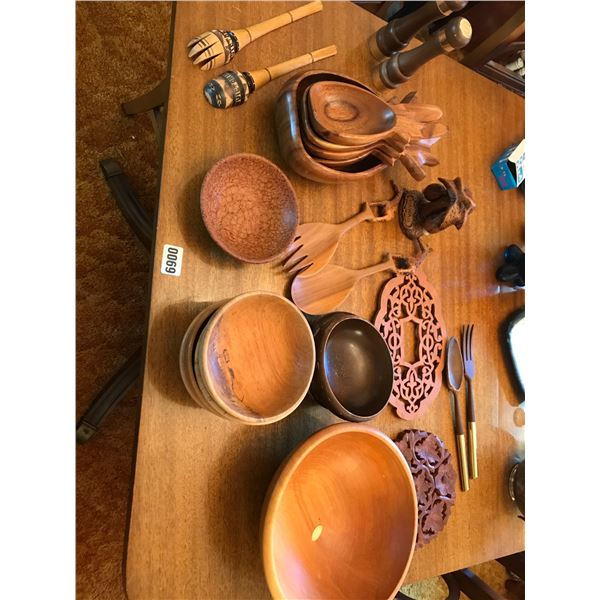 Wooden Salad Bowls & Utensils
