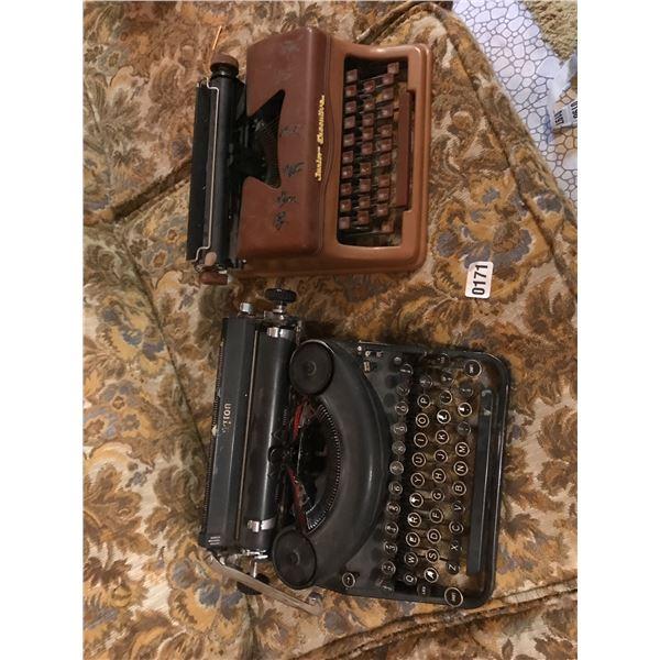 Jr. Executive Remmington Vintage Typewriter