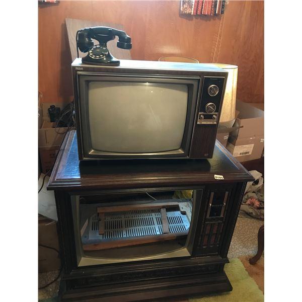 Antique Telephone, Zenith Wood TV Case & RCA Accucolor Instant Television CTE550.WP1