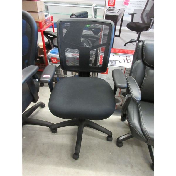 Black Mesh Back Office Chair with Fabric Seat