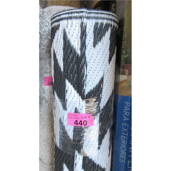 5' x 7' Black & White Outdoor Patio Mat