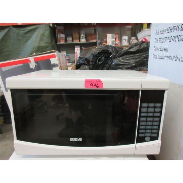 White RCA Microwave - 0.7 cu ft - 700 Watt