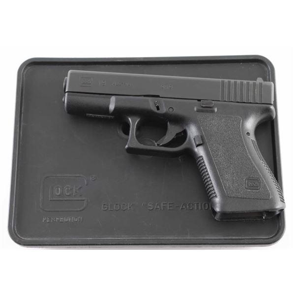 Glock 19 Gen 2 9mm SN: AGY107US